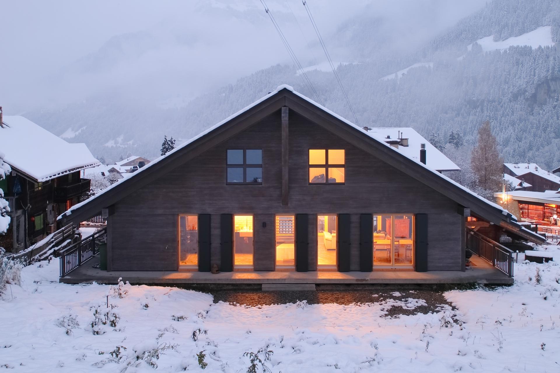 chalet contemporain dm bois la maitrise du bois charpente menuiserie valais. Black Bedroom Furniture Sets. Home Design Ideas